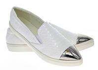 Модная и стильная женская обувь слипоны на танкетке и платформе AUSTEN White