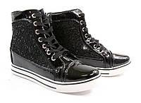 Женские сникерсы на молнии, шнурках, липусках от производителя черные лаковые на шнурках