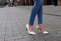 Стильные и удобные женские туфли, лодочки  лак белого цвета  Размеры 37-40