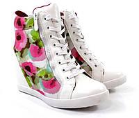 Стильные и яркие весенние сникерсы белого цвета! Очень модные!