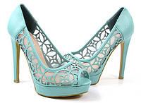 Елегантные туфли на каблуке голубого цвета. Очень стильные!
