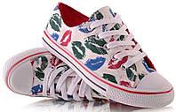 Женская спортивная обувь, кеды, конверсы, высокие, классические и низкие  стильные в поцелуях