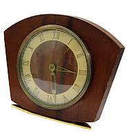 Советские настольные часы в деревянном корпусе