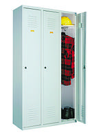 Металлический шкаф трехдверный для раздевалок