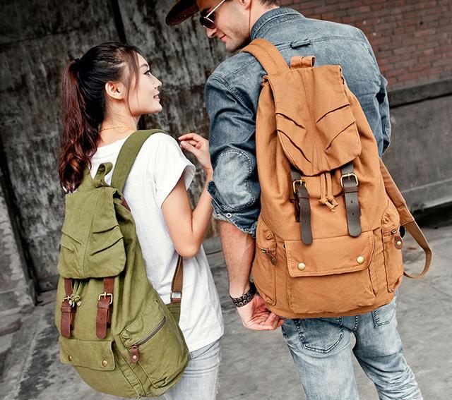 Парень и девушка с рюкзаком Sccotton