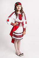 Оригинальный детский вышитый костюм в красной гамме