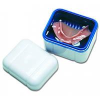 BDC 110 Контейнер с решеткой для хранения съемных зубных протезов, синий (Curaprox)