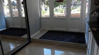 Грязезащитный ворсовый ковер на резиновой основе при входе в помещение 7