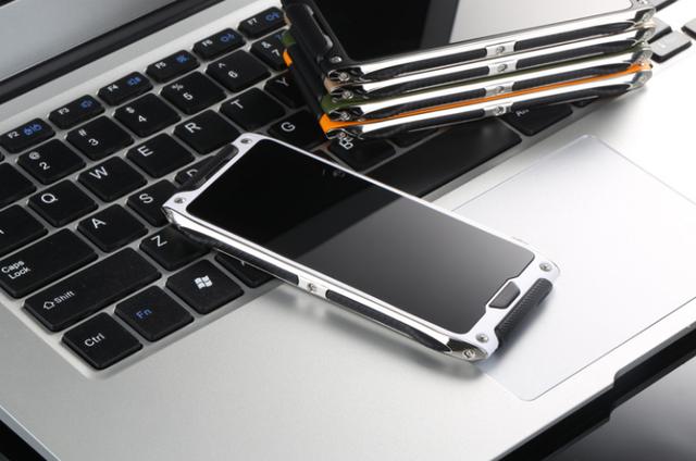 Смартфон VKWorld Crown V8 получит самовосстанавливающееся покрытие