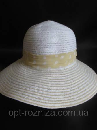 Красивая шляпа с большим козырьком