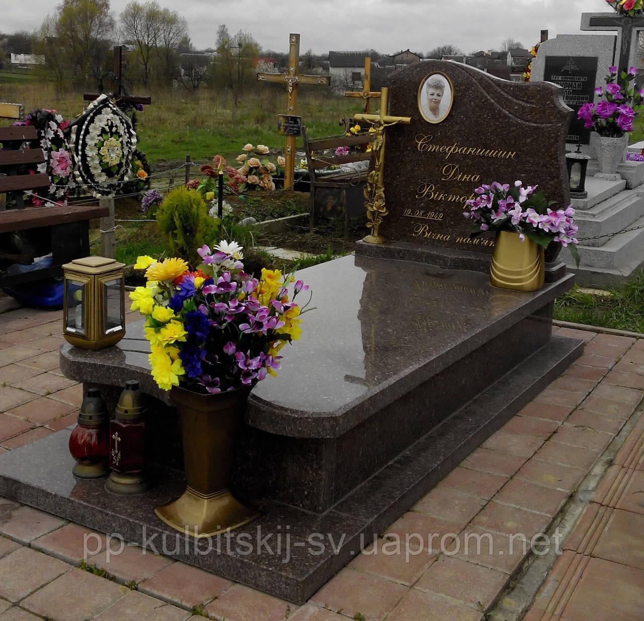 Одинарний пам'ятник з Бронзовими буквами 9019010