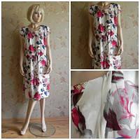 Платье с пояском прямого покроя до колена розы