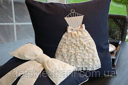 Подушка с платьем из кружева - украшение интерьера любой модницы!