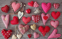 """Сердечки """"валентинки"""" можно изготовить из любых остатков ткани. Особенно красиво смотрятся, если ткани в одной цветовой гамме, но с разным рисунком."""
