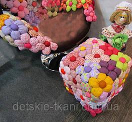 Накидка из цветов для пуфа.