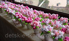 Розы из ткани - замечательный подарок и красивое украшение подоконника.