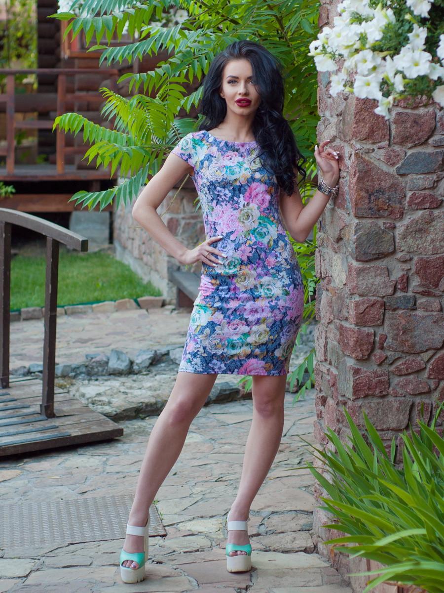Нарядное летнее платье с цветочным узором