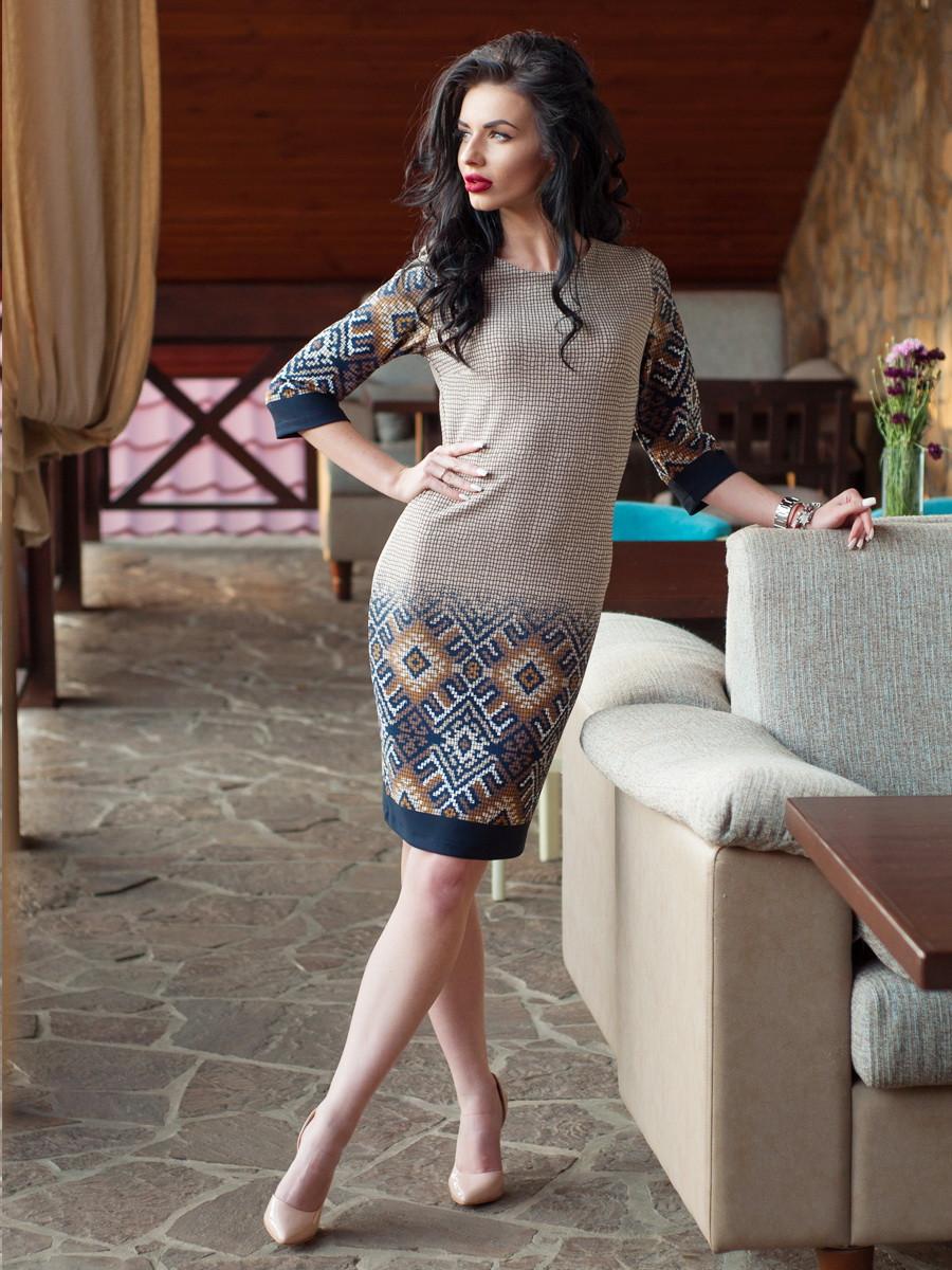 Красиве жіноче плаття з орнаментом