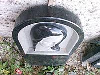 Памятник с божьей матерью