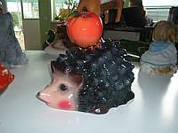 Ежик с яблоком
