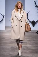 Женское пальто в стиле OVERSIZE