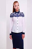 Белая блуза с кружевным принтом на плечах и воротником стойкой