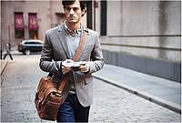 5 способов носить мужские сумки через плечо – тренды этого лета