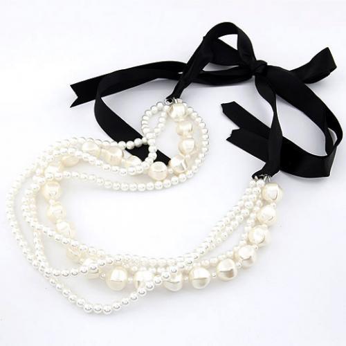 Женское ожерелье Белые бусины