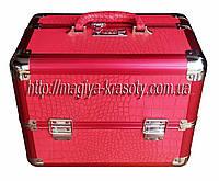 Эксклюзивный алюминиевый кейс для косметики с выдвижными полками, цвет - малиновый, матовая кожа крокодила.