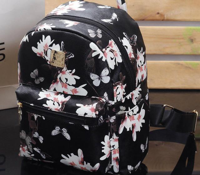 черный рюкзак в бабочках