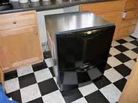 Извлечение встроенной посудомоечной машины из мебели