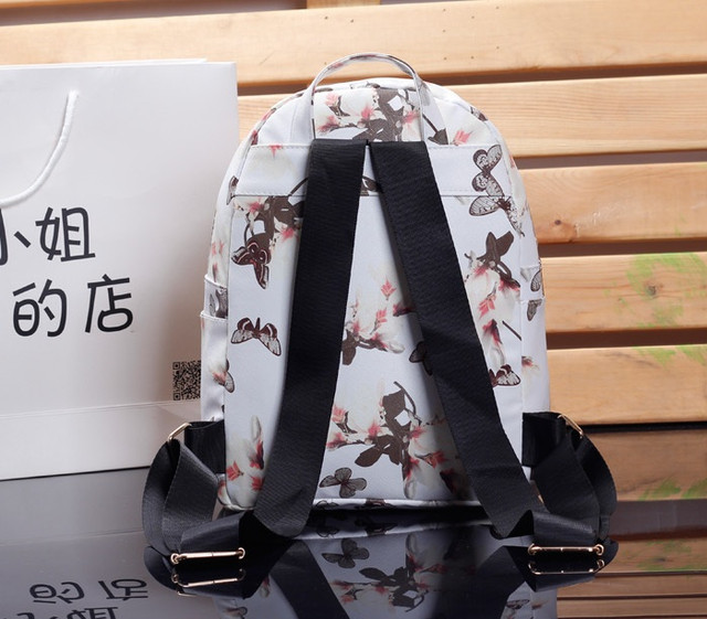 Стильный белый рюкзак для девушки