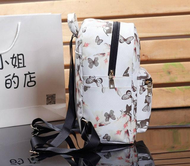 Белый рюкзак в бабочках