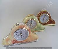 Настольные часы будильник Pearl 114166 треугольные с подсветкой арабские цифры шаговый ход разные цвета