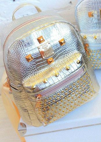 Маленький женский рюкзак с заклепками