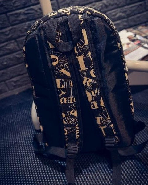 Школьный рюкзак с модным принтом