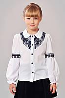 Школьная блуза для девочки с черными кружевными вствками