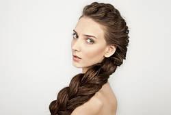 Крепкая коса: почему начинают выпадать волосы и как это остановить