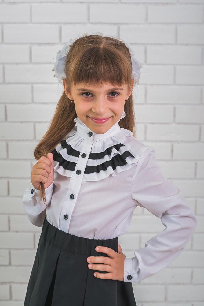 Блузка для девочки с черными  рюшами