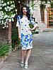 Стильное платье имеет рельефную структуру и цветочный принт