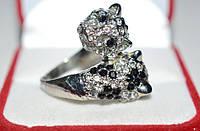 Кольцо белый металл, черно-белые стразы  23_6_211a1