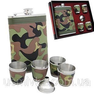 Фляга камуфляжная, четыре стаканчика и лейка в подарочном наборе