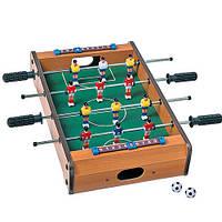 Игра в настольный футбол.