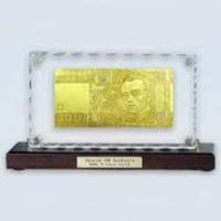 Золотые 100 грн. настольная картинка.