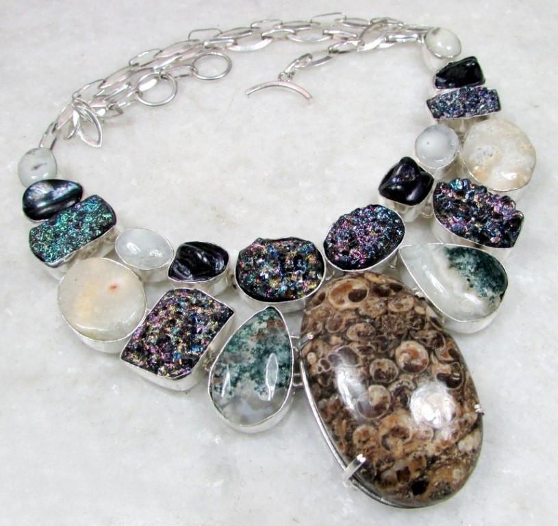 Колье с натуральными камнями - Черепаховый Агат (Турителла), Титановый Агат, Моховый Агат, друзы Кварца