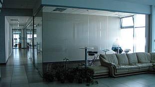 Автосалон (Киевская обл.): внутренние перегородки - алюминиевые, цельностеклянные, сантехнические