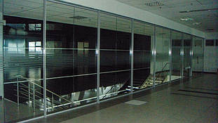 Автосалон (Киевская обл.): внутренние перегородки - алюминиевые, цельностеклянные, сантехнические 3