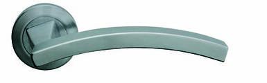 Ручка дверная Linea Cali Profilo на 102 металлической розетке, хром матовый