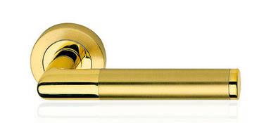 Ручка дверная Linea Cali Karina на 102 металлической розетке, латунь/латунь матовая