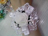 Свадебный цветок для свидетельницы на руку (цвет - белый)